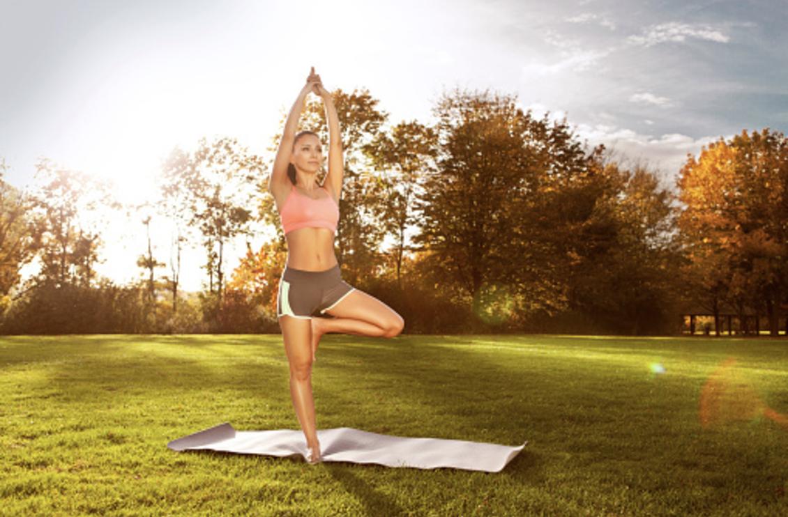 ヨガをしている女性のあの美しいボディを作る為の瞑想的な練習法